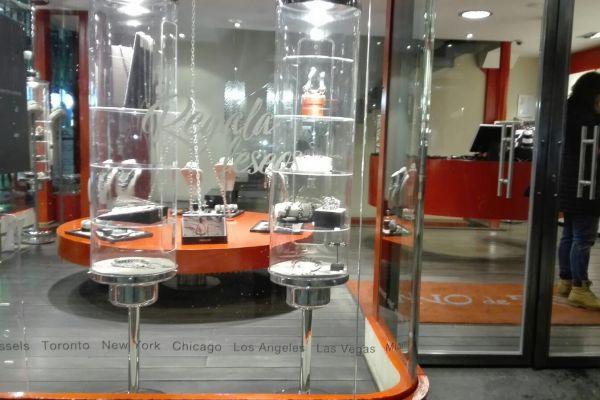 Instalación de vinilos de tiendas y comercios en Vitoria y Bilbao