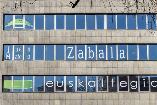 rotulación de ventanas de edificio con vinilo vitoria gasteiz