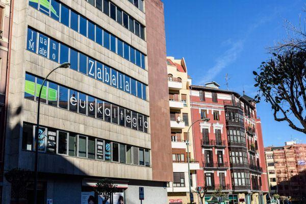 rotulación de ventanas de edificio con vinilo pamplona navarra